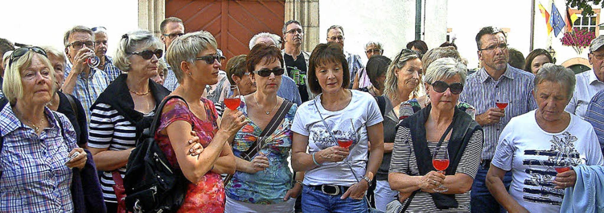Gespannt lauschten die Teilnehmer der ...n Geschichten der Wiesentäler Dichter.  | Foto: Roswitha Frey