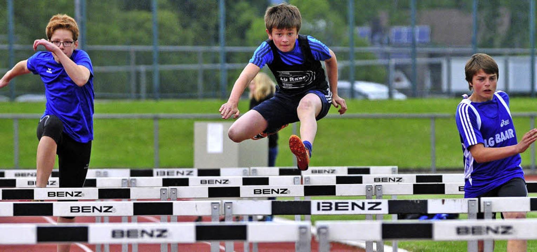 Wer gut über die Hürden kam –  h...hts Fabian Spitz vom LV Donaueschingen    Foto: Ottmar Heiler