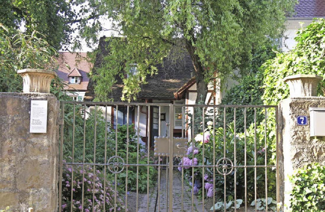 Das Jüdische Museum im gepflegten Grün  | Foto: Georg Voß