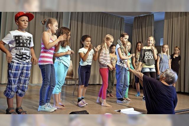 Theater-AG vor ihrem ersten Auftritt