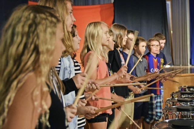 Schüler spielen für Schüler