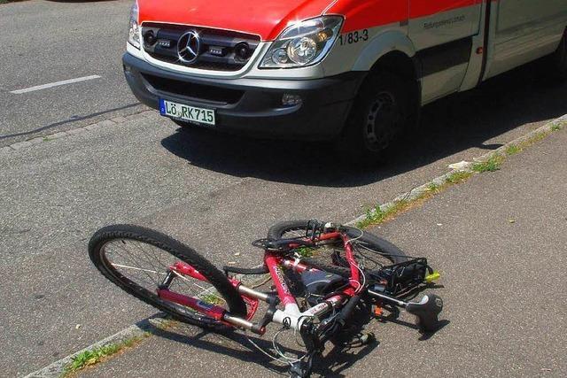 Radlerin schwer verletzt