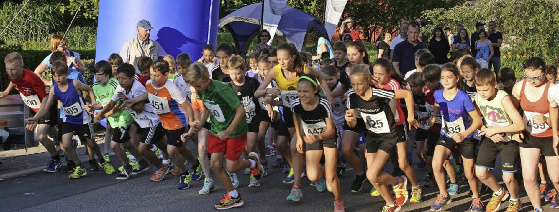 Rund 70 Kinder und Jugendliche kämpfte...Kilometer langen Strecke um den Sieg.     Foto: Martina Faller