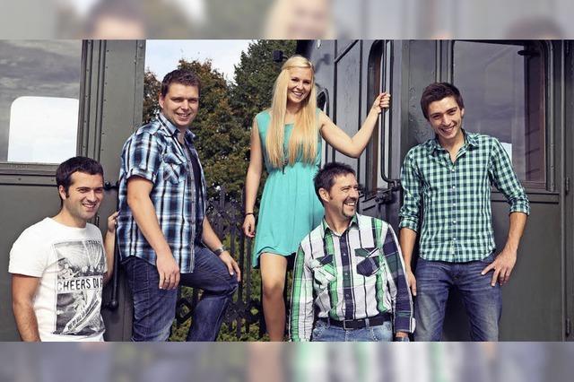 Die Riegeler Band Götz N' Moritz gibt ein Open Air-Konzert am Angelsee