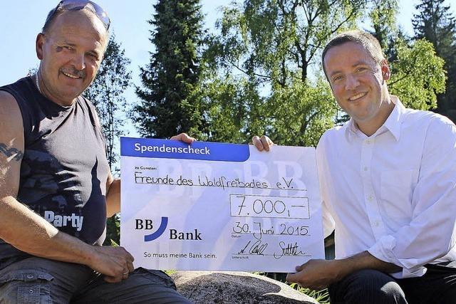 7000 Euro für die Waldbad-Förderer