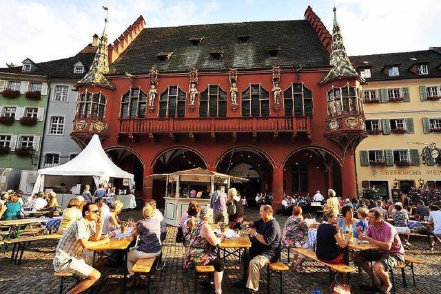 Freiburger Weinfest bei brütender Hitze eröffnet