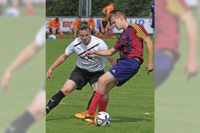 Torhüter Fabian Spühler hält drei Efringer Elfmeter