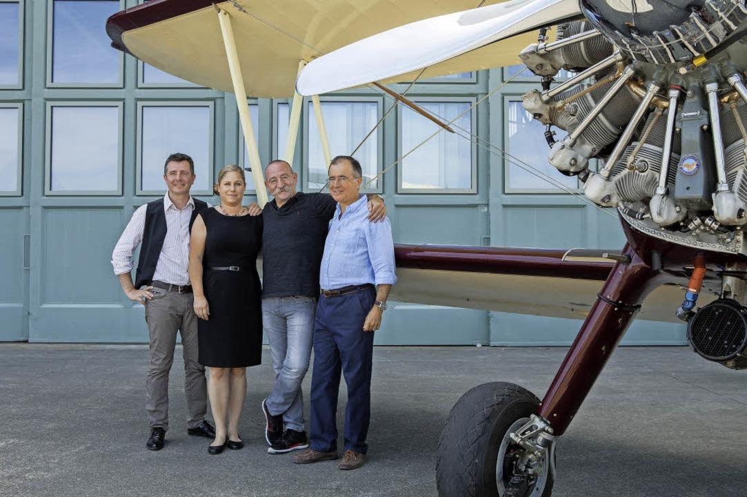 Fliegerhorst-Team mit (v.l.) Hervé Gro...ie Schuler, Horst Lichter, Maxi Gainza  | Foto: joss andres/Fliegerhorst