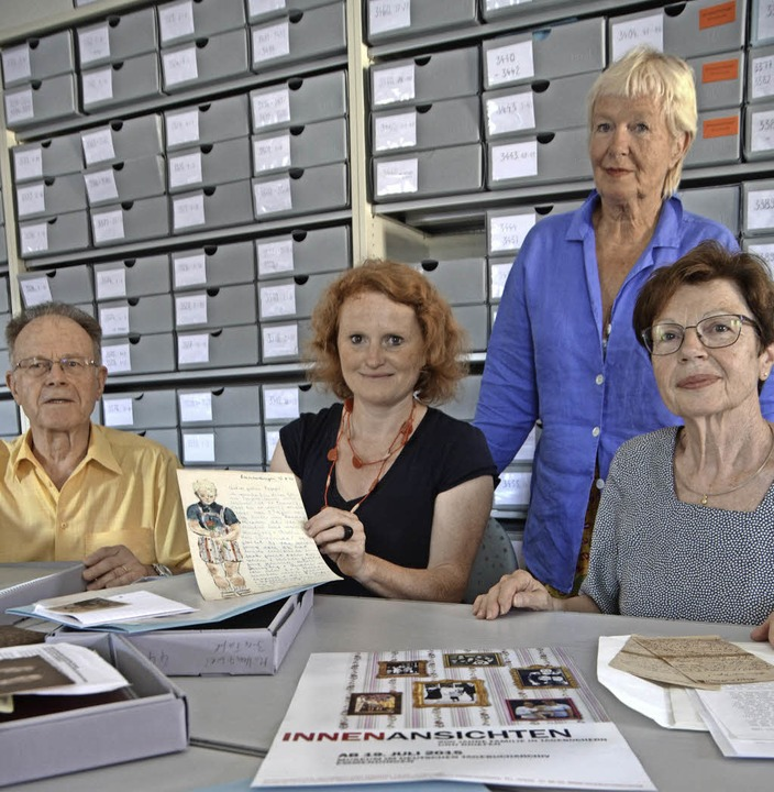 Das Ausstellungsteam: Hans D. Schmitz,... Troschke und Ursula Weiss (von links)  | Foto: Gerhard Walser