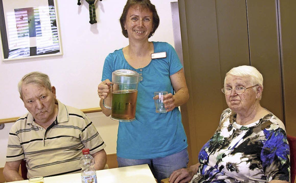 Viel Trinken ist derzeit die Maßgabe i...chon kurz nach dem Frühstück anbietet.  | Foto: Jutta Schütz