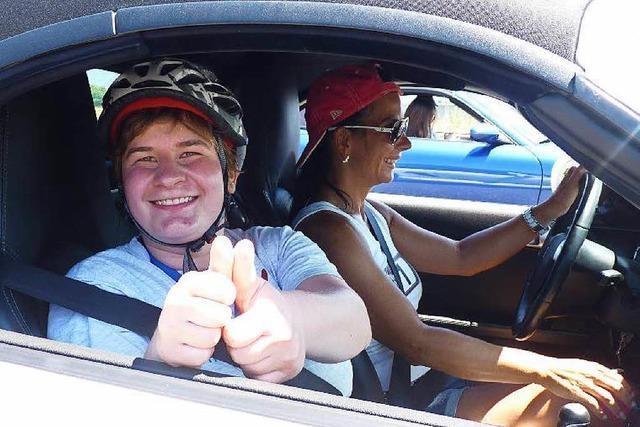 Porsche-Club nimmt geistig behinderte Jugendliche mit