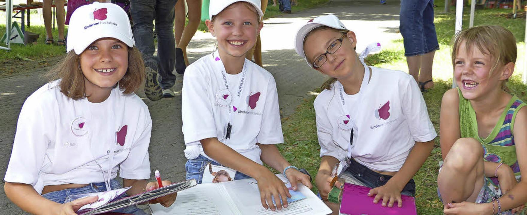 Die Kinderreporterinnen Annabelle Wels..., so auch Evas Schwester Nina (rechts)  | Foto: Marion Rank