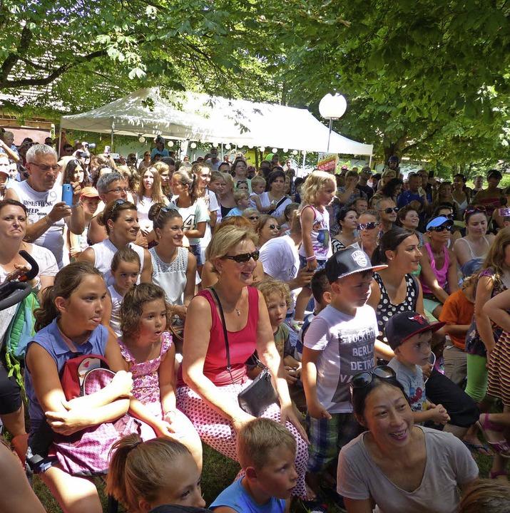 Die Zuschauer folgten gebannt den Darbietungen.  | Foto: Marion Rank
