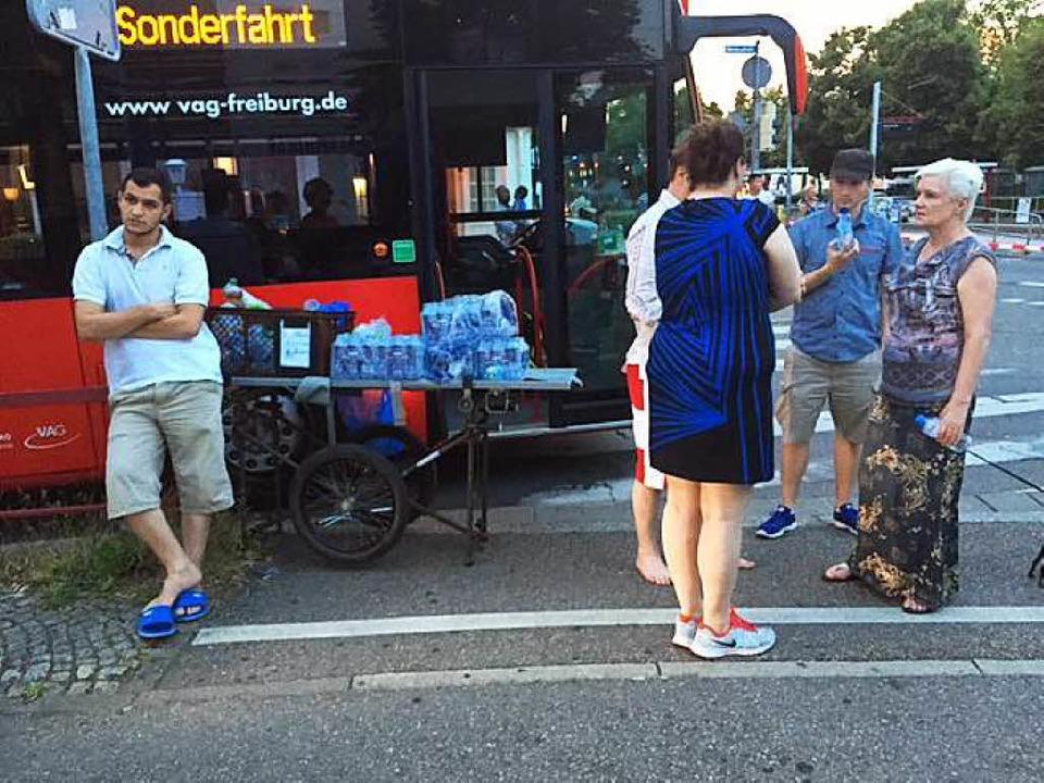 """""""Sonderfahrt"""" steht auf de...vakuierten zur Verfügung gestellt hat.    Foto: Adrian Hoffmann"""