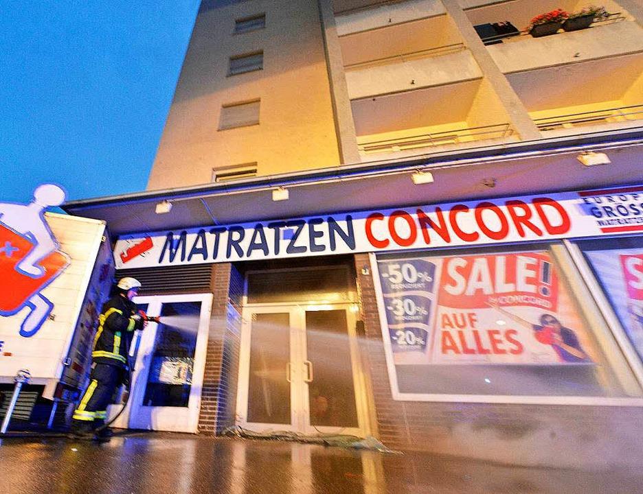 Im Lager eines Matratzen-Geschäfts soll das Feuer ausgebrochen sein.    Foto: Michael Bamberger