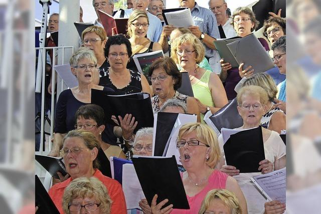 Gemeinsames Singen, Feiern und Schwitzen