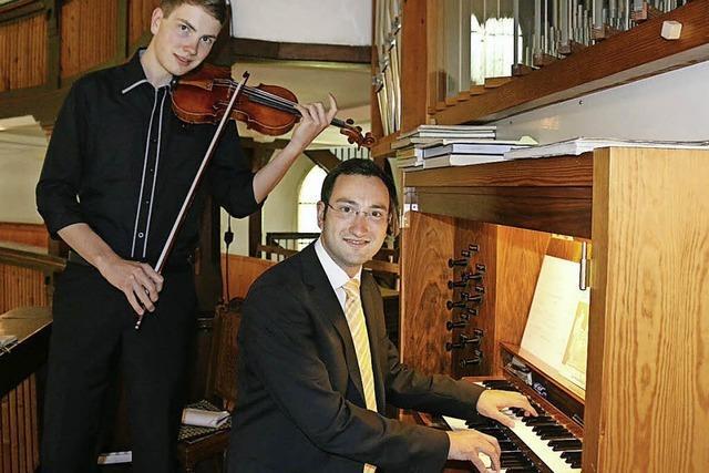 Daniel Drengk (Violine) und Christian Drengk (Orgel) in der Freiburger Kirche St. Barbara