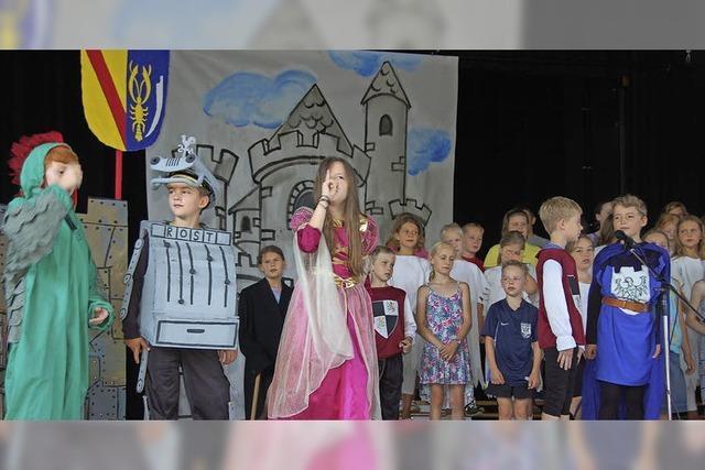 Schüler spielen und singen