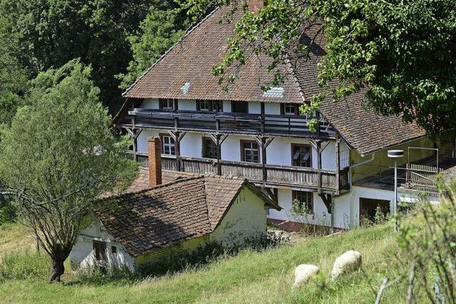 Allianz gegen den Abriss des Meierhofs im Freiburger Osten