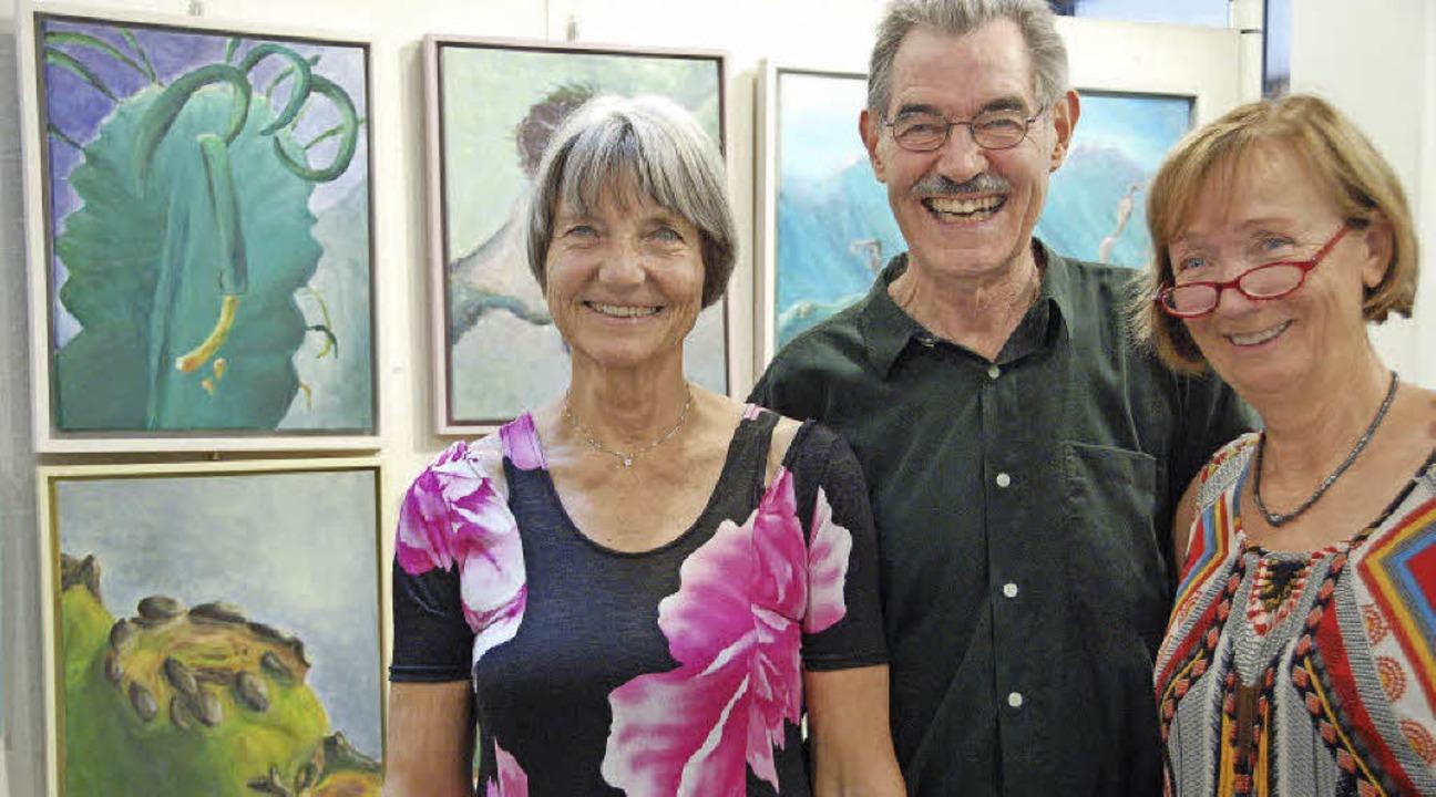 Margrit Molt-Symalla (von links), Pete...elfinger Rathausfoyer ihre Werke aus.   | Foto: Andrea Steinhart