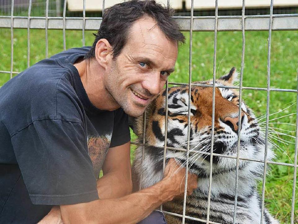 Darf mit seinen Tigern nach Löffingen: Raubtiertrainer Christian Walliser  | Foto: Martin Wunderle