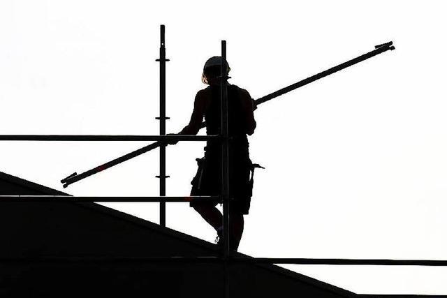 Offenburg: Seniorin rettet Arbeiter vor Absturz in die Tiefe