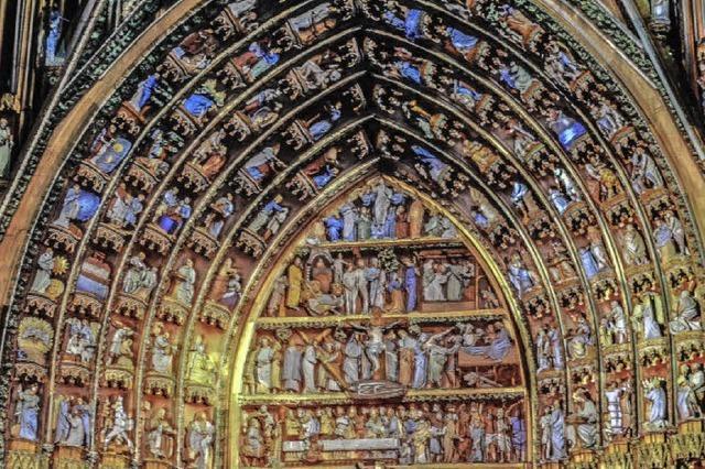Münsterfiguren präsentieren sich in Farbe