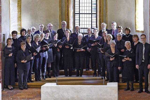 Neben der Kantorei St. Cyriak wirken die Solisten Elisabeth Mertens (Sopran) und Christiane Lux (Orgel), Instrumentalisten aus der Regio. Gesamtleitung hat Kantor Marius Mack in Laufen