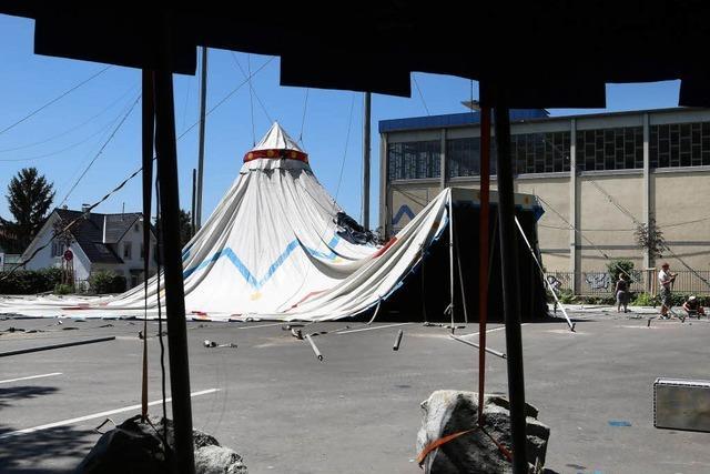 """Theatersommer mit der Kompanie """"Baal novo"""" im Zelt bei der Stadthalle Lahr"""