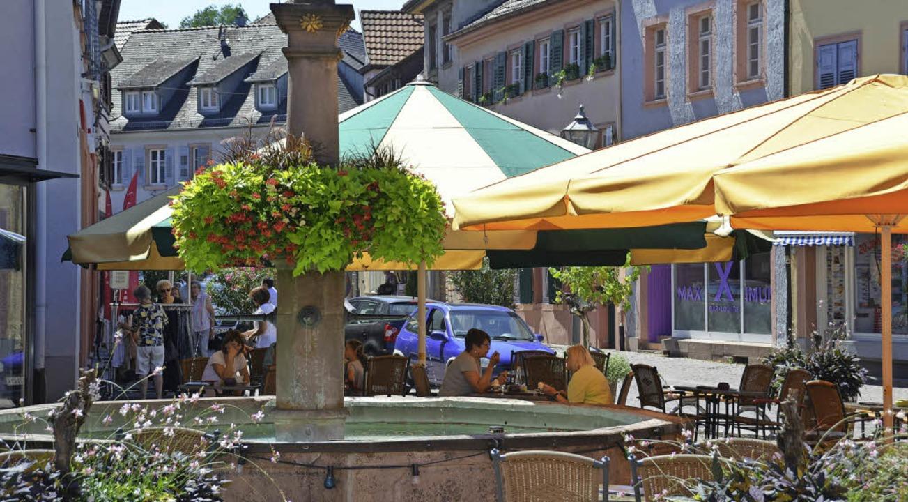 Einkaufen in Ettenheim soll zum Erlebn... auch der Aufenthalt in Straßencafés.     Foto: Fischer
