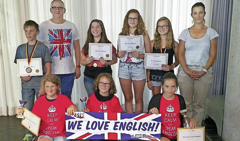 Die Schulsieger der Klassen 5 bis 7 un..., Natalie Dullnig und Jana Neumüller.   | Foto: Noeske