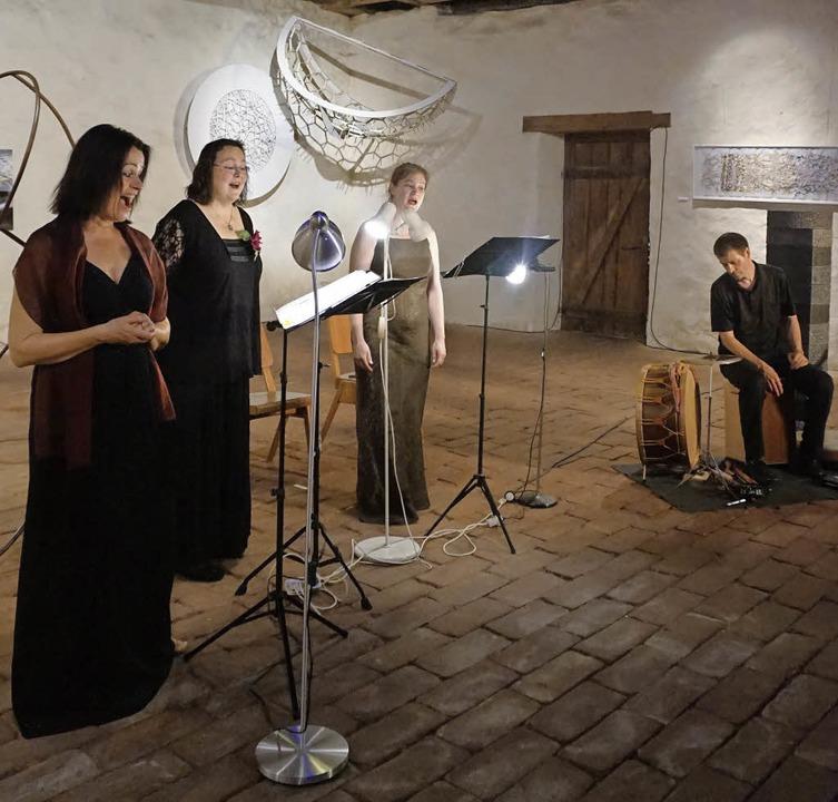 Das Ensemble Tre Voci (von links): Sus...Svea Schildknecht  mit Frank Bockius.   | Foto: Julius Steckmeister