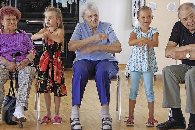 Wenn die Kinder kommen, blühen die Senioren auf