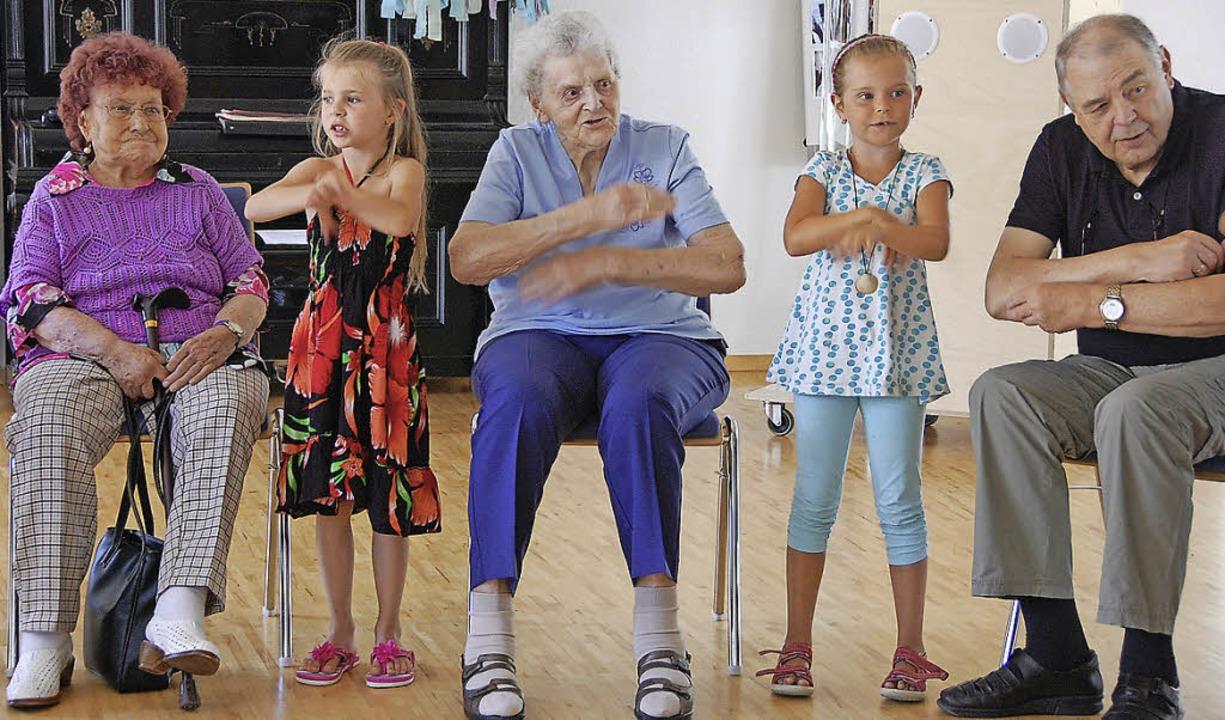 Kinder und Senioren sangen und tanzten Seite an Seite.   | Foto: Frey