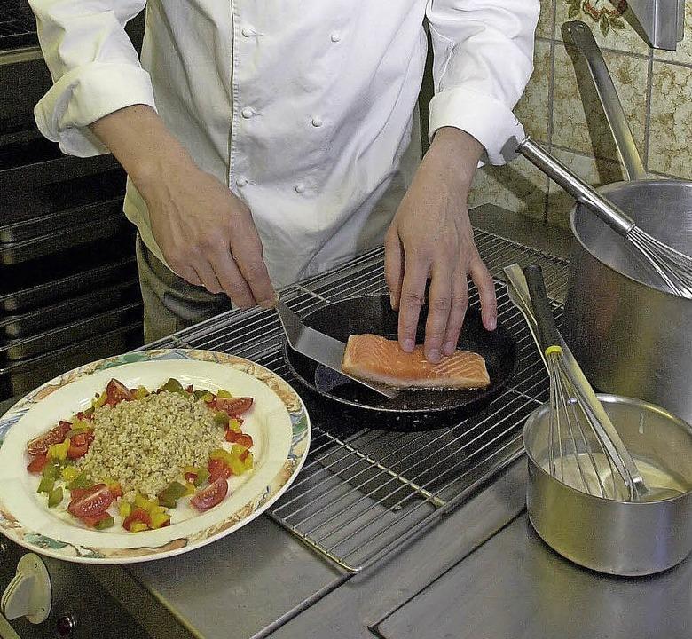 Für Gastronomiebetriebe kann die Suche...n Service manchmal recht mühsam sein.   | Foto: Welte/DPA
