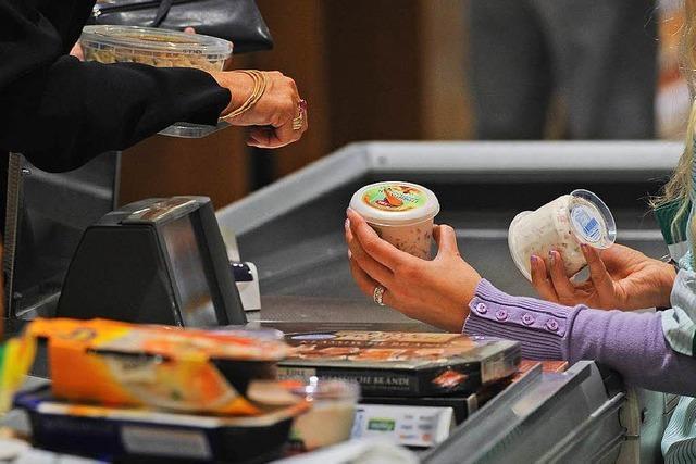 Verkäufer und Kassierer dürfen sich über Reallohnplus freuen
