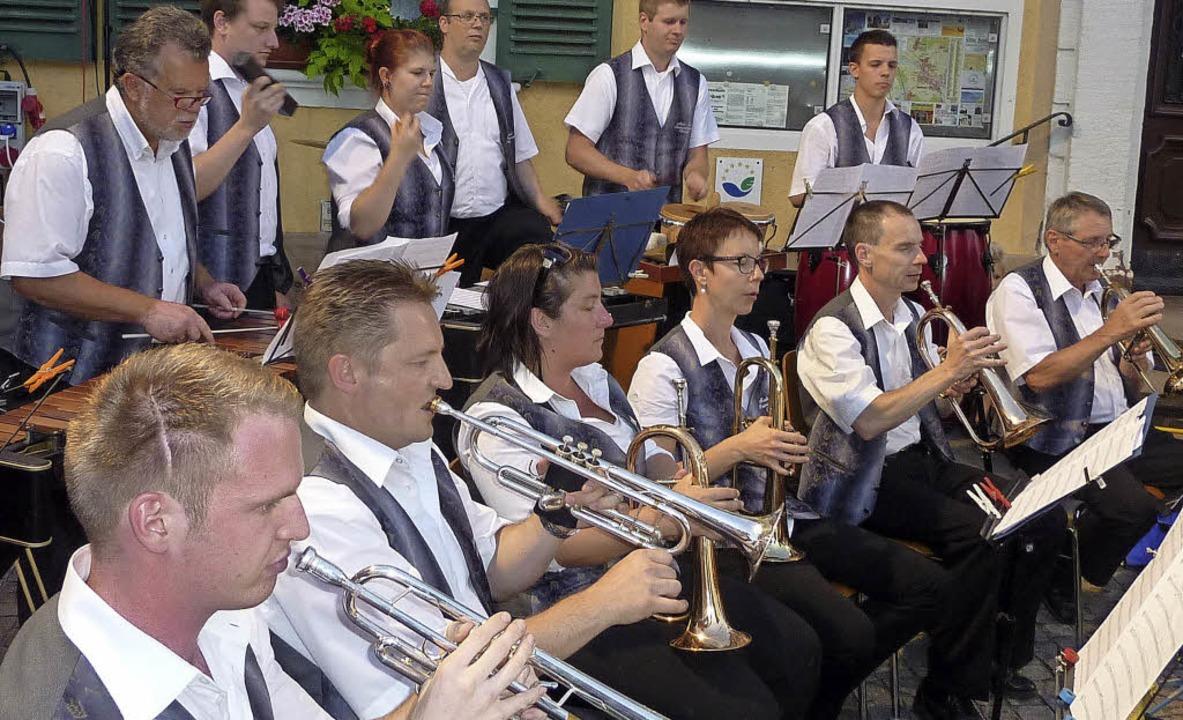 Die Tenöre der Blasmusik sind die Trom...ier beim Openair am Teninger Rathaus.   | Foto: Karlersnt Lauffer