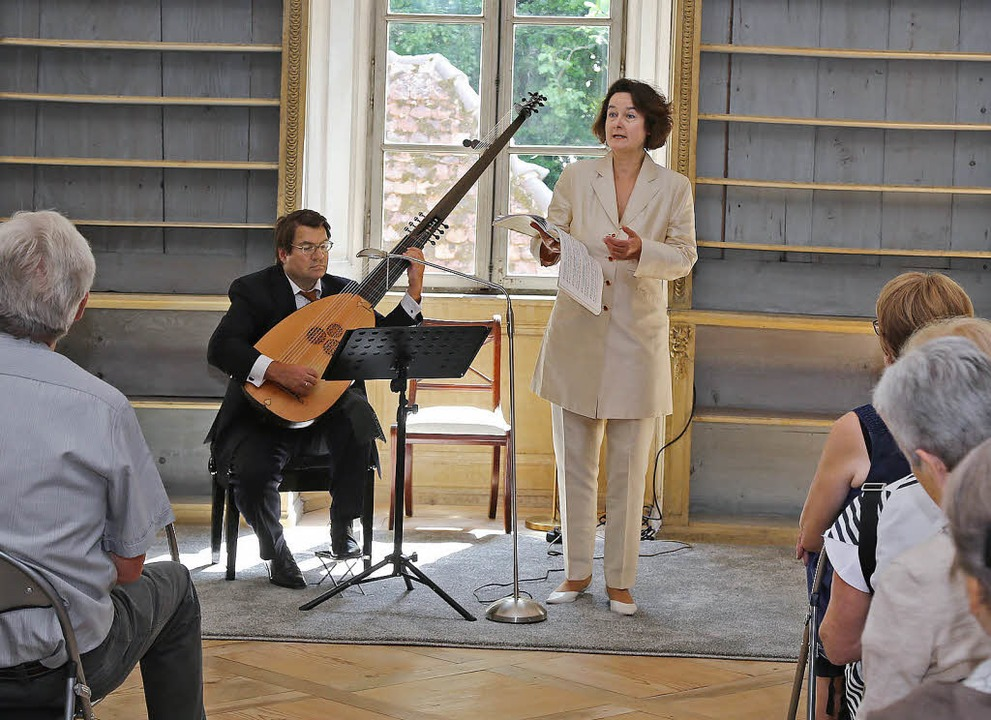 Joachim Held (Laute) und Bettina Pahn ... Ettenheimer Musiksommers alte Musik.   | Foto: Sandra DEcoux-kone