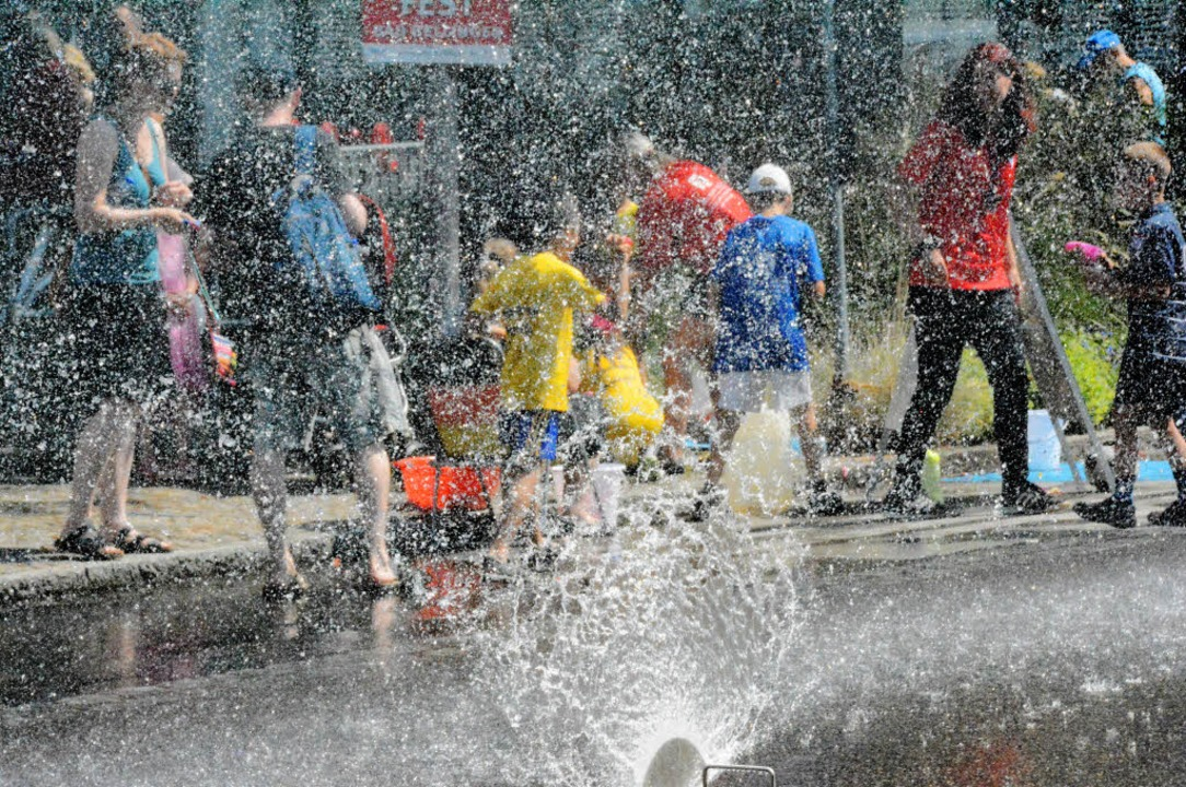 Am Sonntag störte es beim Kinder- und ...manden, wenn er ein wenig nass wurde.     Foto: Lauber