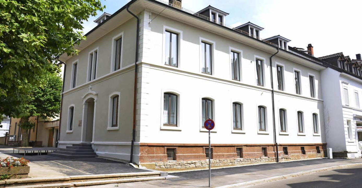 Das alte Pfarrhaus ist jetzt Haus der Kirche St. Bonifatius.   | Foto: Nikolaus Trenz