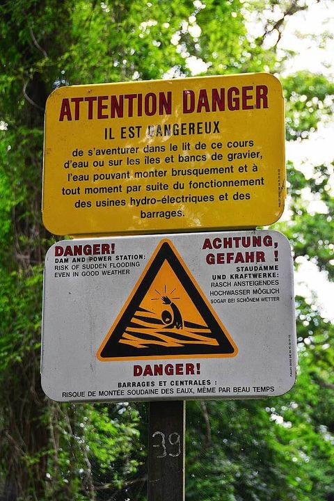 Warnschild auf der Rheininsel  | Foto: Annette Mahro