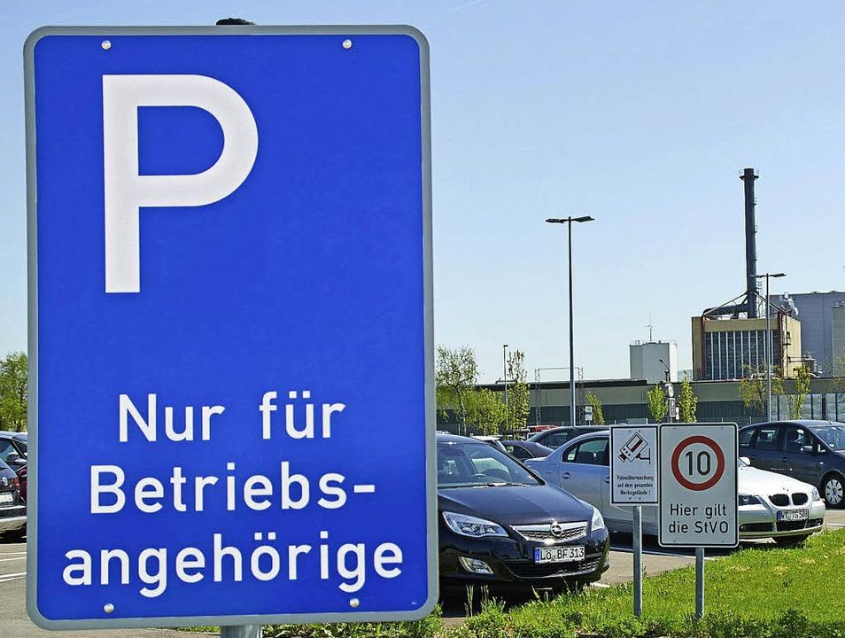 Von der Fürstenbergstraße her ließ Evo... den Mitarbeiterparkplatz nun sperren.  | Foto: ZVG/Peter Gerigk