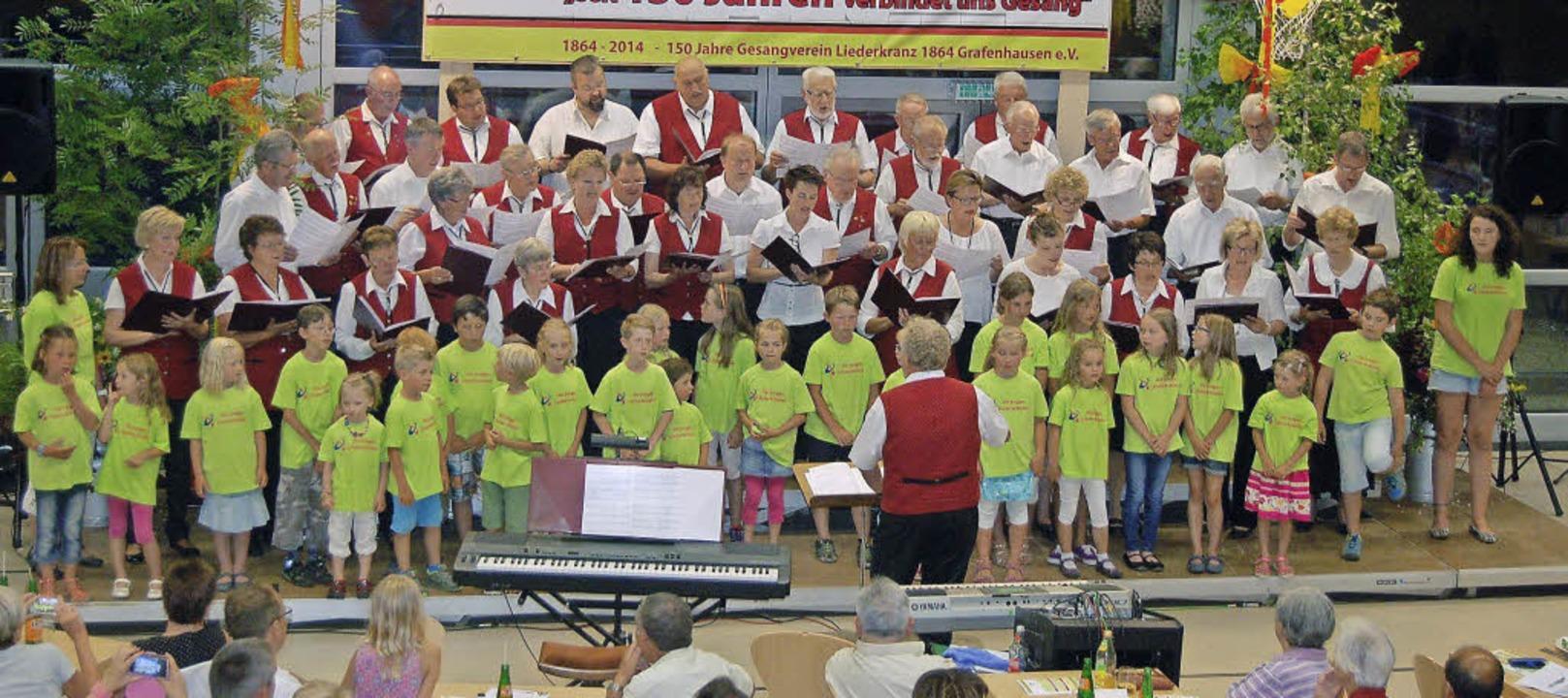 Generationenchor Grafenhausen begeiste...in der Schwarzwaldhalle Grafenhausen.   | Foto: ClaUDIA RENK