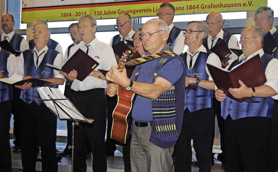 Der Männergesangverein aus Ewattingen ...begleitung auch seemännisches Liedgut.  | Foto: Cladia Renk