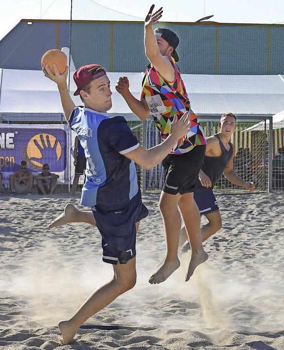 Spaß und Sport gab es beim Beachhandball in Ottenheim.   | Foto:  S. Köhli