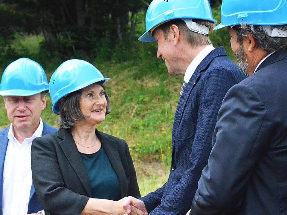Regierungspräsidentin Bärbel Schäfer g...Baustart der Zeiger-Sechsersesselbahn.  | Foto: Sebastian Barthmes