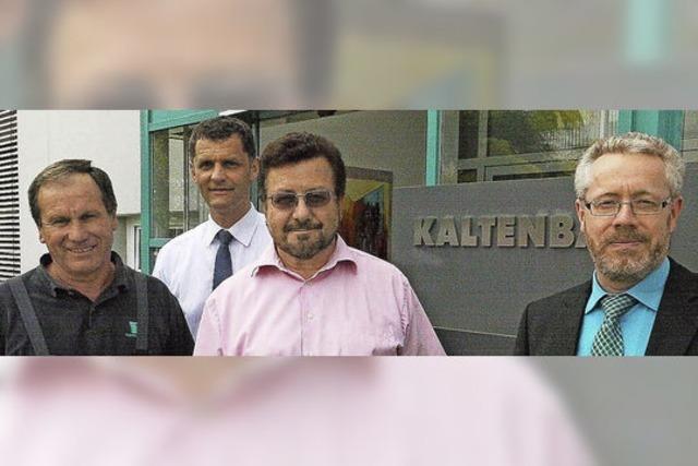 Mitarbeiter stützen Kaltenbach