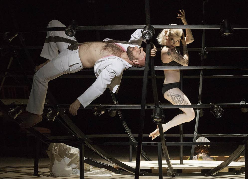 In der Kugel: Orlando (Xavier Sabata), Isabella (Saskia Motschall)  | Foto: Muranyi