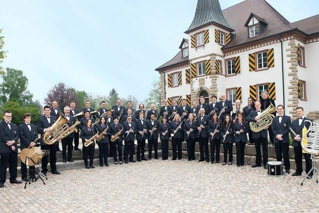 Der Musikverein Schliengen spielt am Schloss Bürgeln