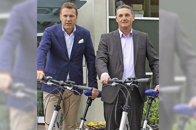 Mit neuen E-Bikes auf Dienstfahrt